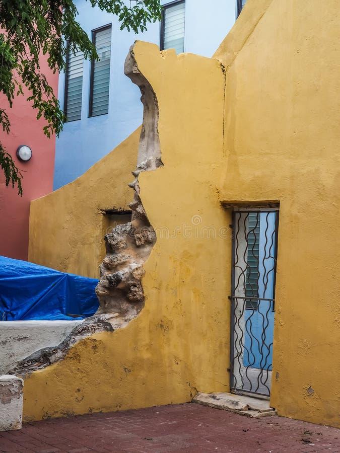 Żółtego drzwi etermaai Curacao Gromadzcy widoki obrazy stock