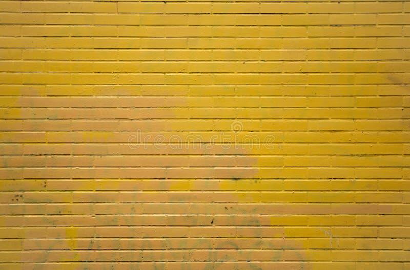 Żółty ściana z cegieł obraz stock