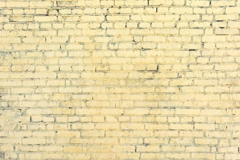 Żółty ściana z cegieł od niewidzianych rzędów tła pusty odosobniony notatnika papieru spirali biel Tekstura kamieniarstwo zdjęcie stock
