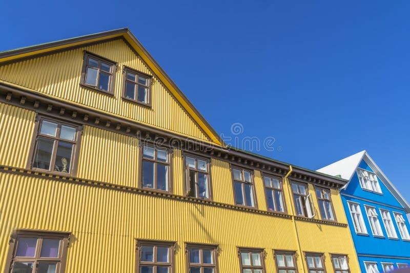 Żółty Błękit Faliste Domy Żelazne Ulica Reykjavik Islandia obrazy royalty free