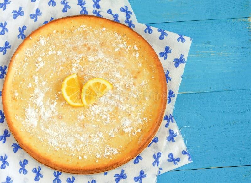 Żółty cytryna kulebiak zdjęcia stock