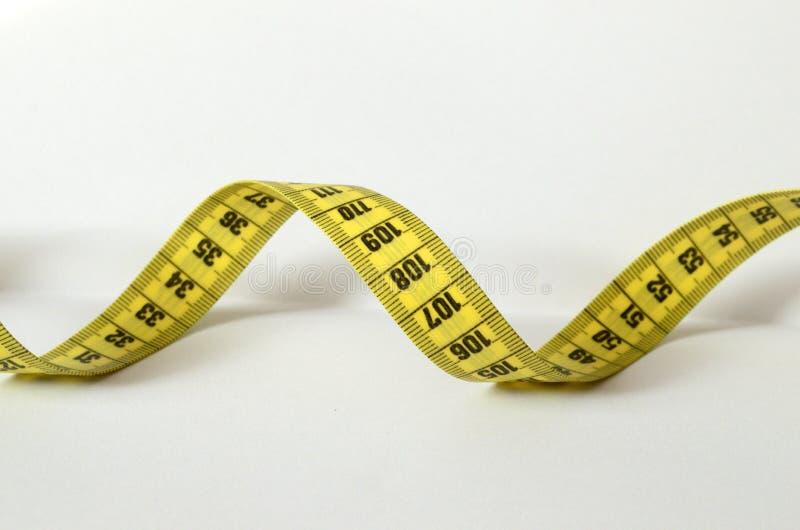 Żółty dostosowywa metr na białym tle Łatwy ciąć zdjęcie stock
