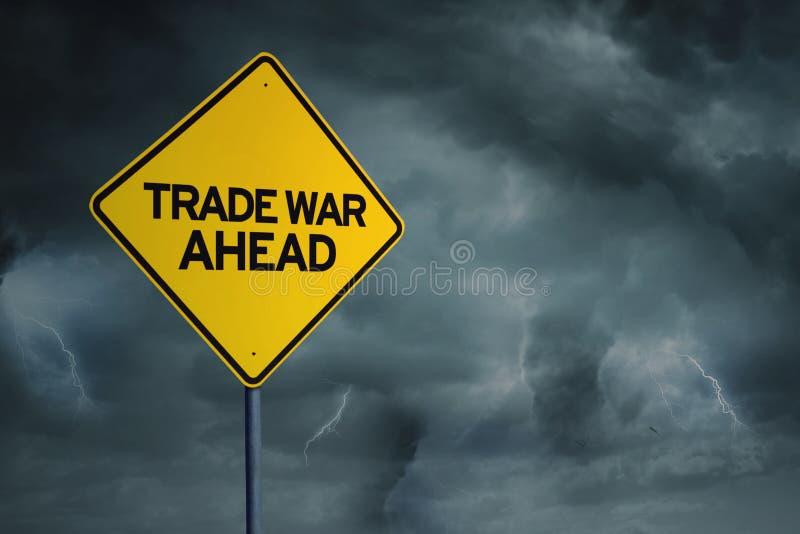 Żółty drogowy znak z tekstem wojna handlowa naprzód obraz royalty free