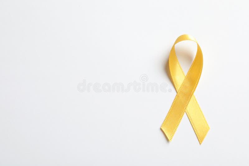 Żółty faborek na białym tle, odgórny widok zdjęcia stock