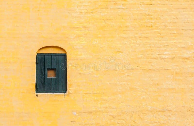Żółty mur z cegły, Arhus, Dania obrazy stock