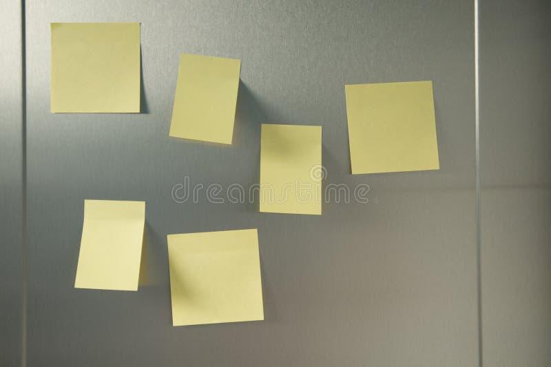 Żółty postit obrazy royalty free