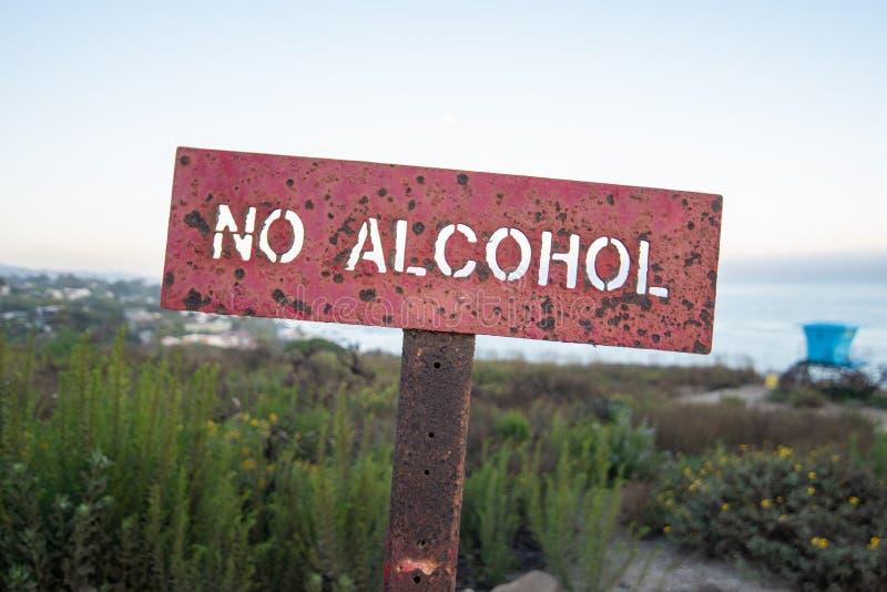 Żadny alkoholu znak przy plażą zdjęcia royalty free