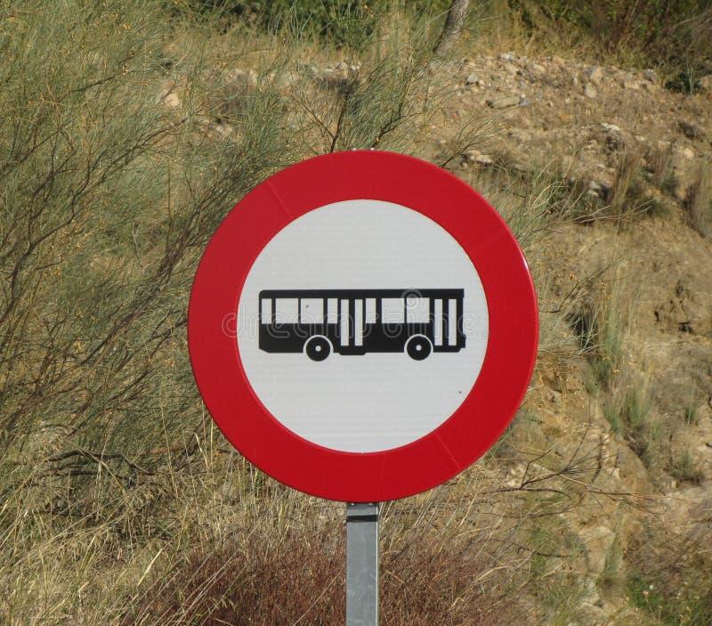 Żadny autobusów lub trenerów ruchu drogowego znak obraz royalty free