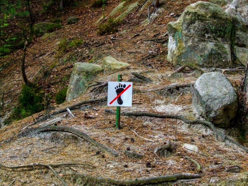 Żadny krok podpisuje wewnątrz AdrÅ ¡ pach-Teplice skały w Czechia fotografia royalty free
