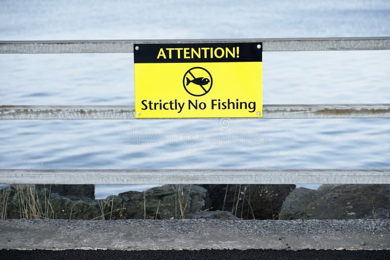 Żadny połowu znak przy dennym nabrzeżnym schronieniem obraz stock