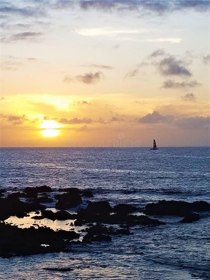Żaglówka w Waikoloa, zachód słońca na Hawajach zdjęcie royalty free