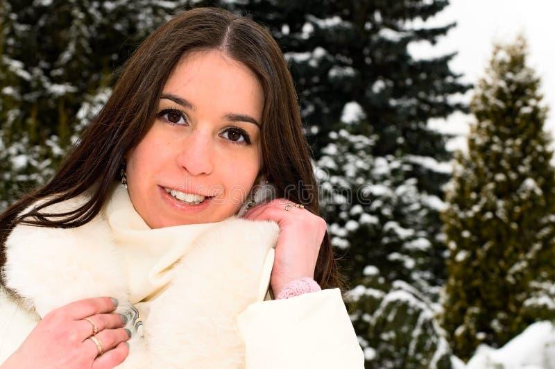 żakieta futerkowej dziewczyny ładny ja target1469_0_ obrazy stock