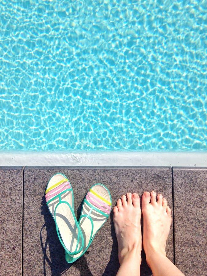 Żeńscy ` s cieki pływackim basenem zdjęcia royalty free