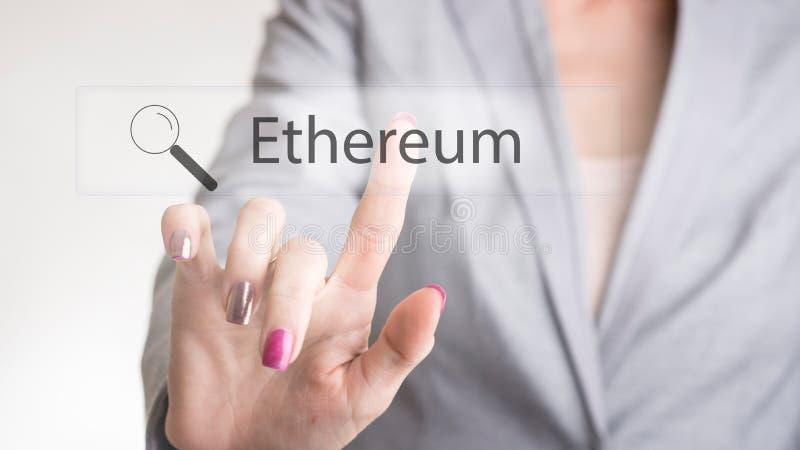 Żeńska biznesowa osoba dotyka Ethereum guzika rewizi rezultat obraz stock