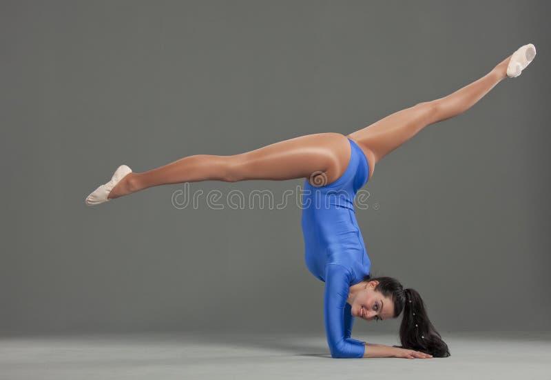 żeńska gimnastyczka fotografia stock