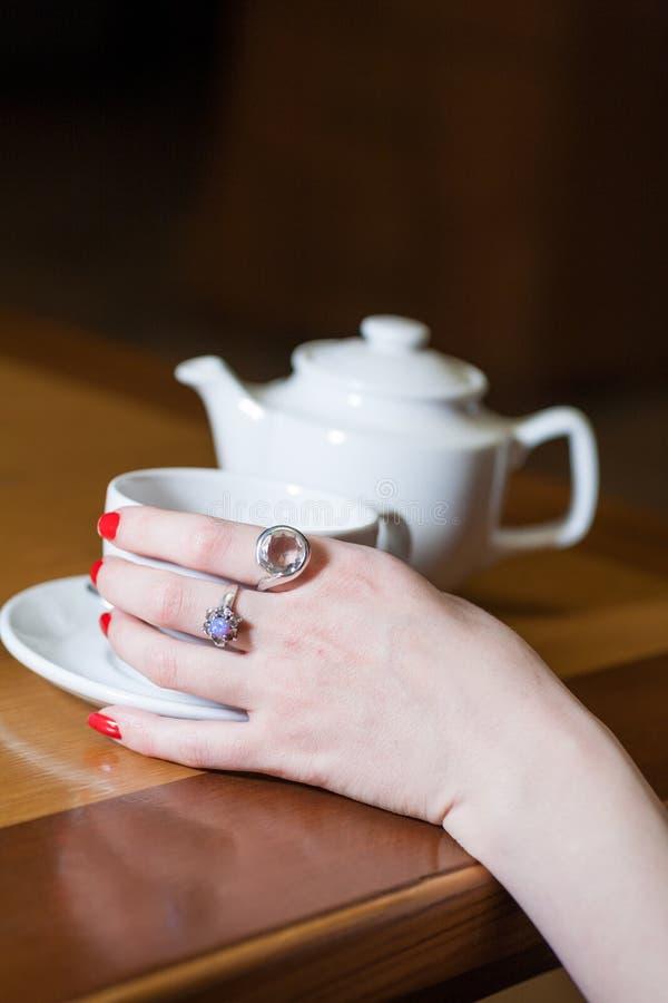 Żeńska napój herbata obrazy royalty free