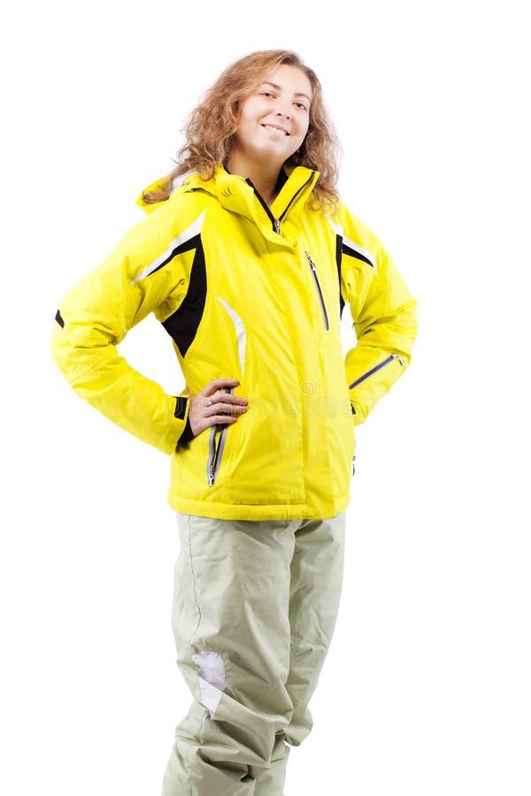 Żeńska narciarka w żółtej kurtce obraz royalty free