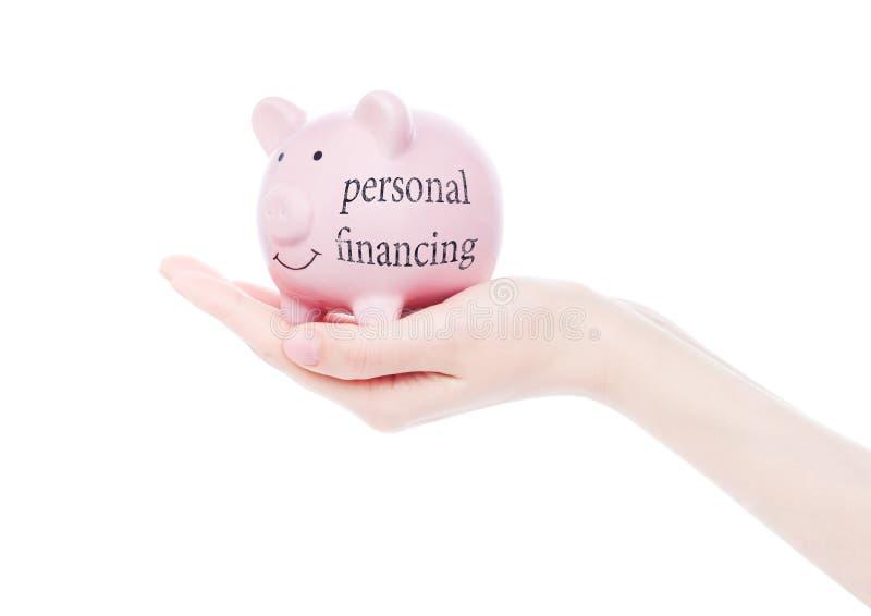 Żeńska ręka trzyma prosiątko banka osobistego finansowania obraz royalty free