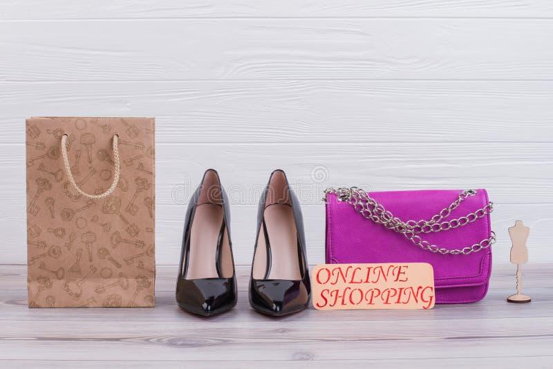 Żeńska rzemienna torba i buty zdjęcie stock