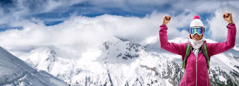 żeńska szczęśliwa narciarka fotografia royalty free