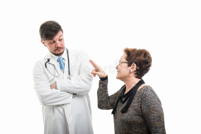 Żeński cierpliwy robić oglądać ciebie gestykuluje lekarka zdjęcia royalty free