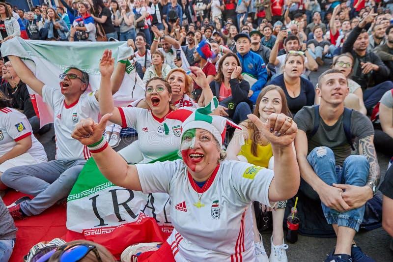 Żeński fan od Iran emocjonalnie reaguje mecz piłkarski, Rosja obraz royalty free