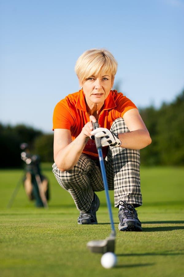 żeński golfowego gracza senior obraz stock