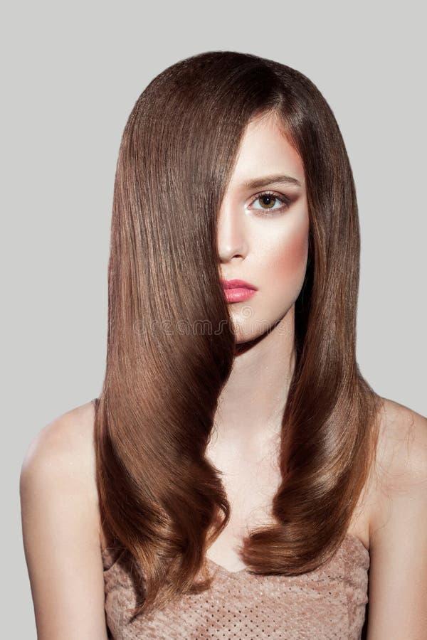 Żeński makeup piękno, fryzura i zdjęcia royalty free