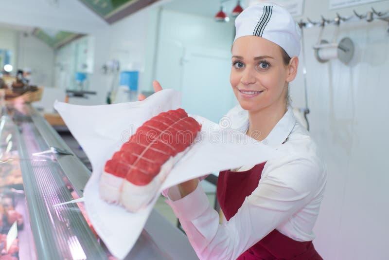 Żeński masarka seansu chudy złącza mięso obraz royalty free