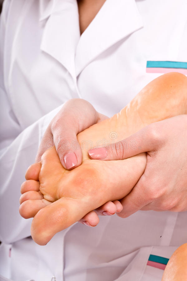 żeński nogi masażu zdrój obraz stock