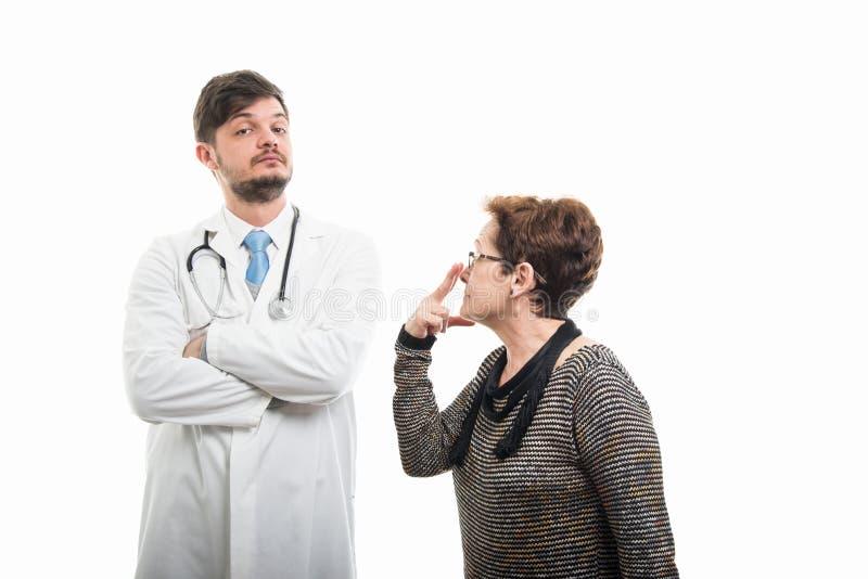 Żeński pacjent robi spojrzeniu w mój oczy gestykuluje lekarka zdjęcia royalty free