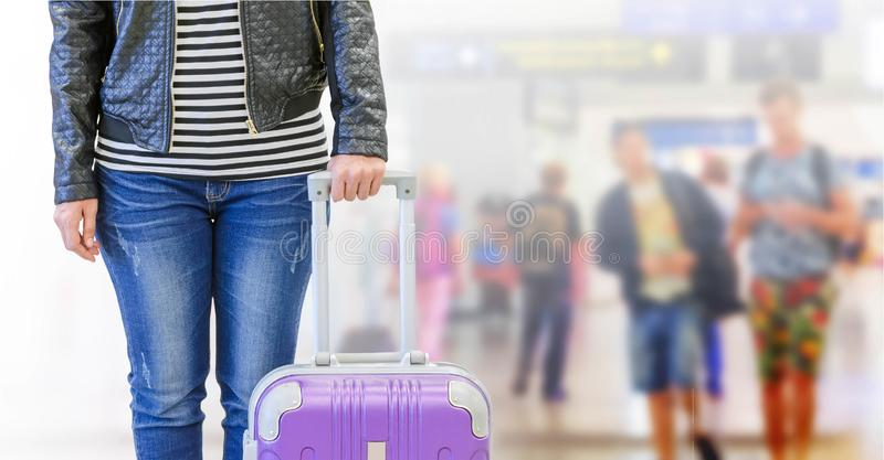 żeński pasażer przy lotniskiem, podróży ubezpieczenia pojęcie obrazy royalty free
