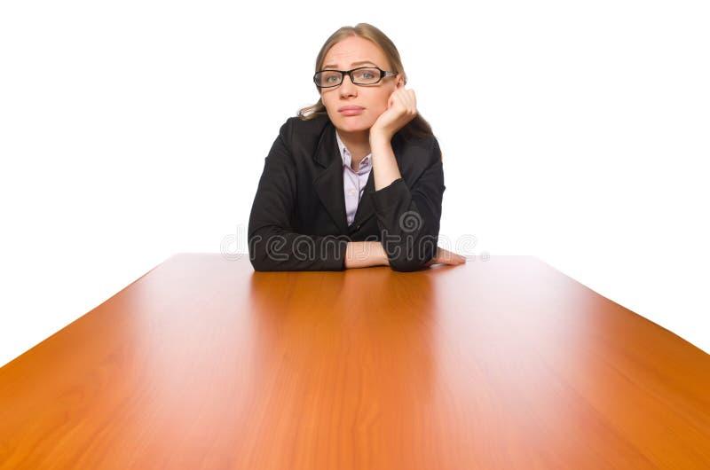 Żeński pracownika obsiadanie przy długim stołem odizolowywającym na bielu obraz royalty free