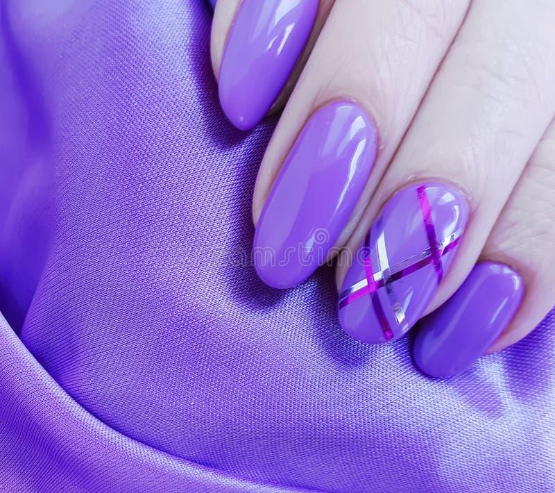 żeński ręka manicure, jedwab obraz royalty free