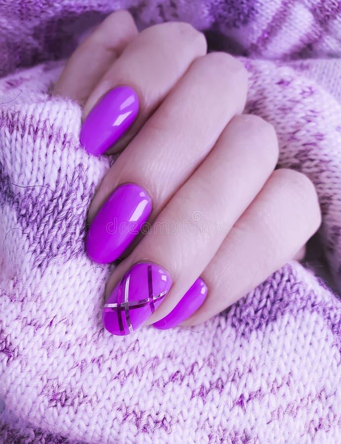 Żeński ręka manicure, pulower zdjęcia stock