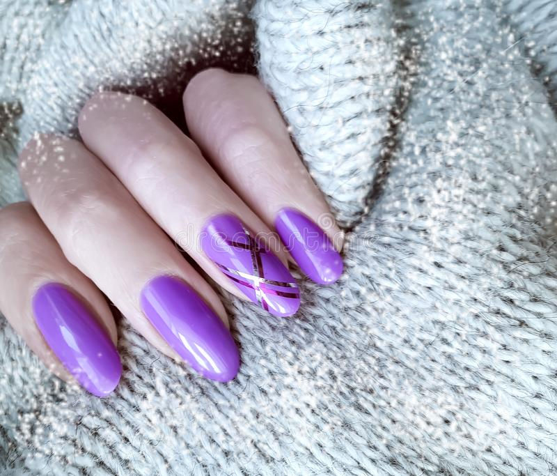 Żeński ręka manicure'u pulower, zima, moda fotografia stock