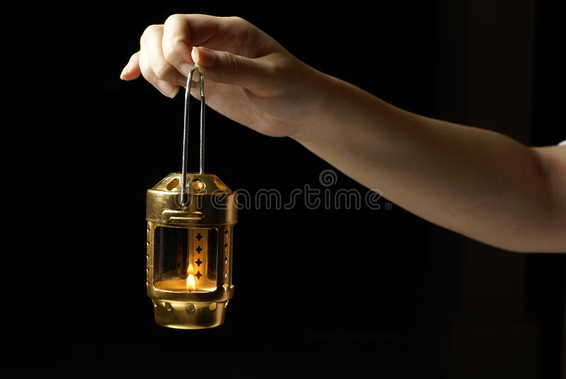 żeński ręki mienia lampion fotografia royalty free