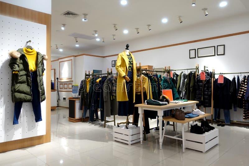 Żeński zima sklepu odzieżowego wnętrze obraz royalty free