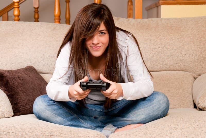 żeńskie gry stwarzać ognisko domowe bawić się wideo potomstwo zdjęcie stock