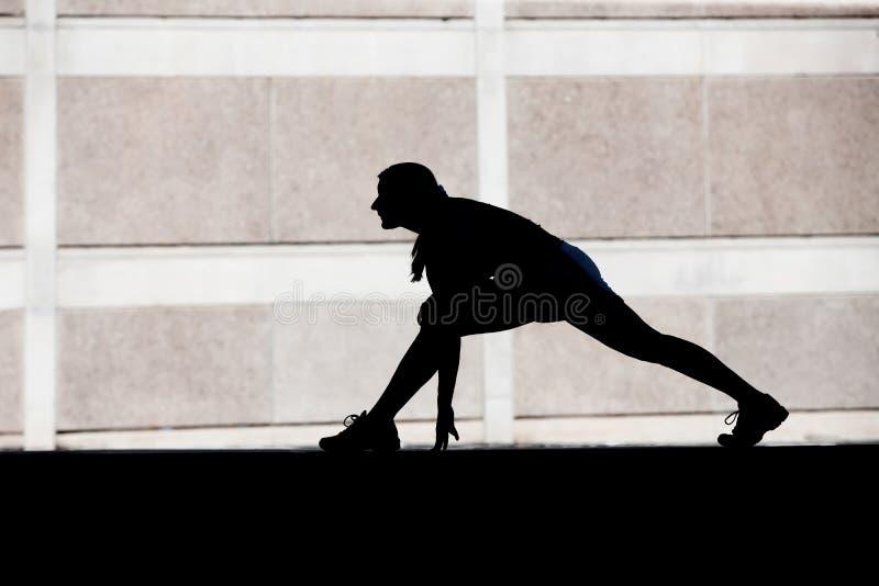 żeńskie ranek biegacza rozciągliwość obraz royalty free
