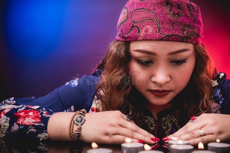 Żeńskiego kobiety seer narratora psychiczny fortuneteller zdjęcie stock