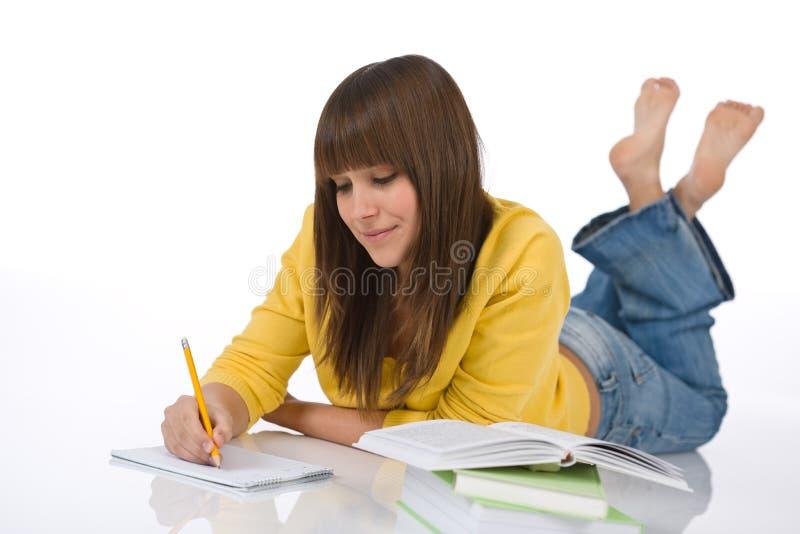 żeńskiej pracy domowej studencki nastolatek pisze zdjęcia royalty free