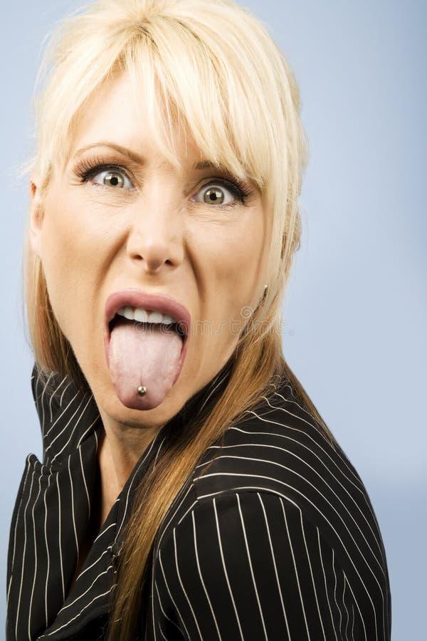 że utknął przebijająca język kobiety zdjęcia stock
