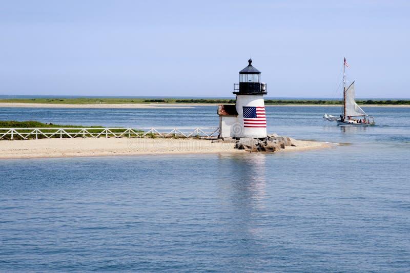Żeglować Za latarnią morską na Nantucket wyspie na letnim dniu obraz stock