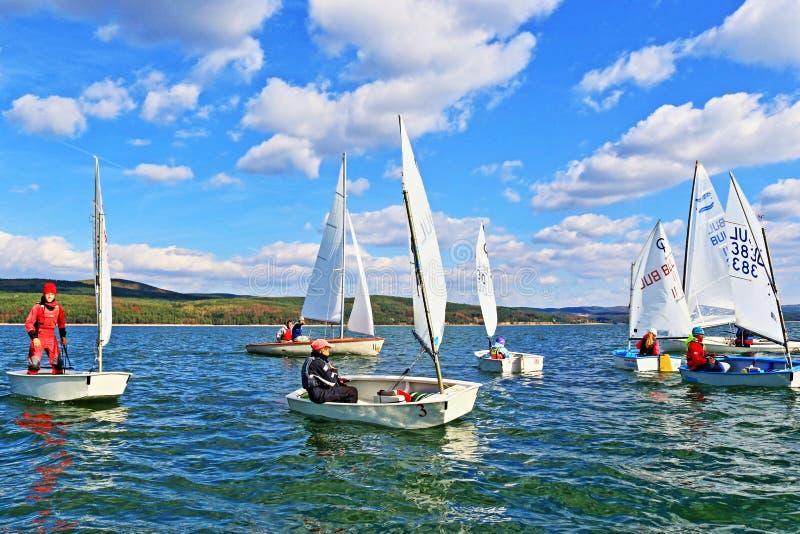 Żeglowanie łodzi kadetów ścigać się obraz royalty free
