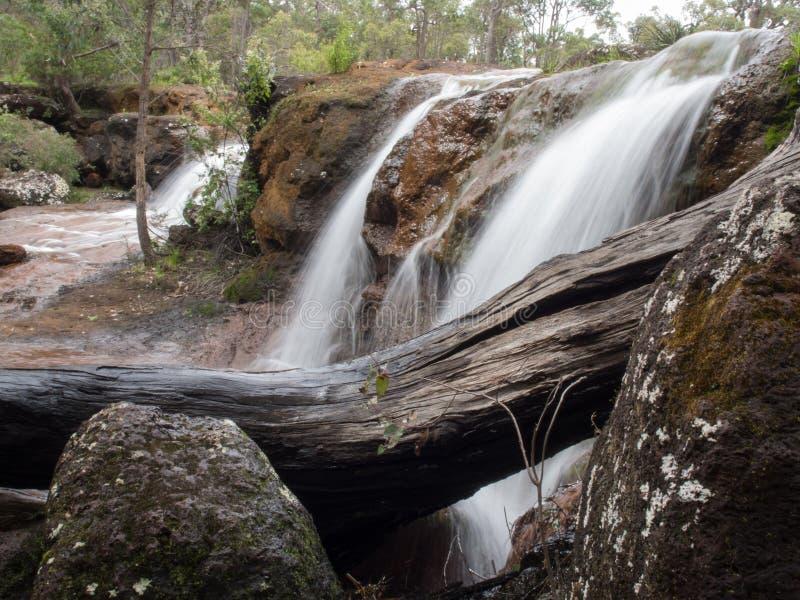 Żelazni Kamienni żlebów spadki, zachodnia australia fotografia royalty free