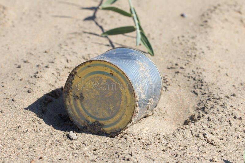 Żelazny garnek w piasku obrazy stock