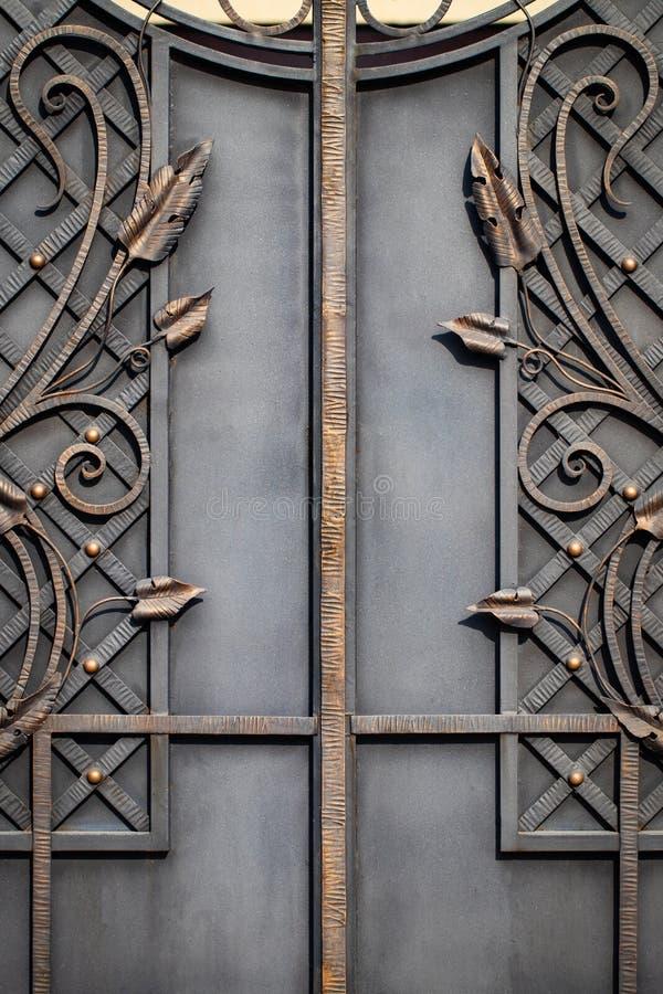 Żelazo bramy, ornamentacyjny skucie, forged elementu zakończenie zdjęcie royalty free