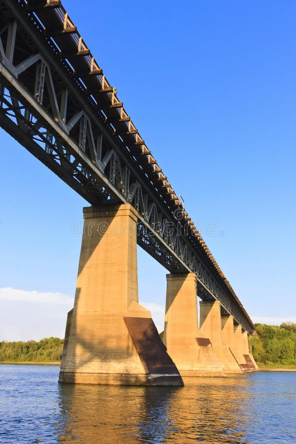 żelazo bridżowy pociąg zdjęcia stock