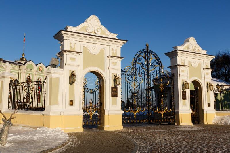 Żelazo forged wielka brama zdjęcia royalty free
